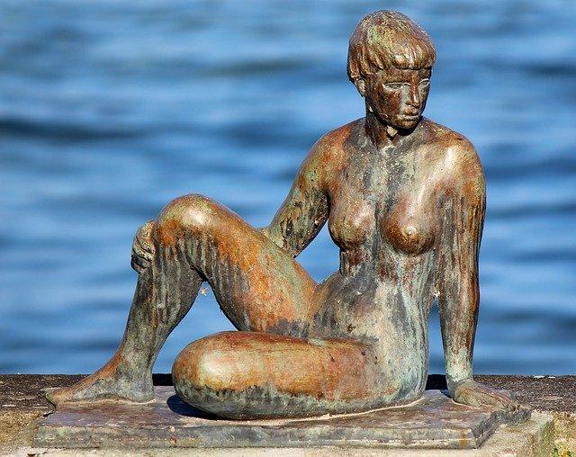 outdoor bronze statue of woman